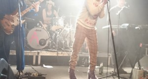 ariel pink shoes high heels live pom pom berlin